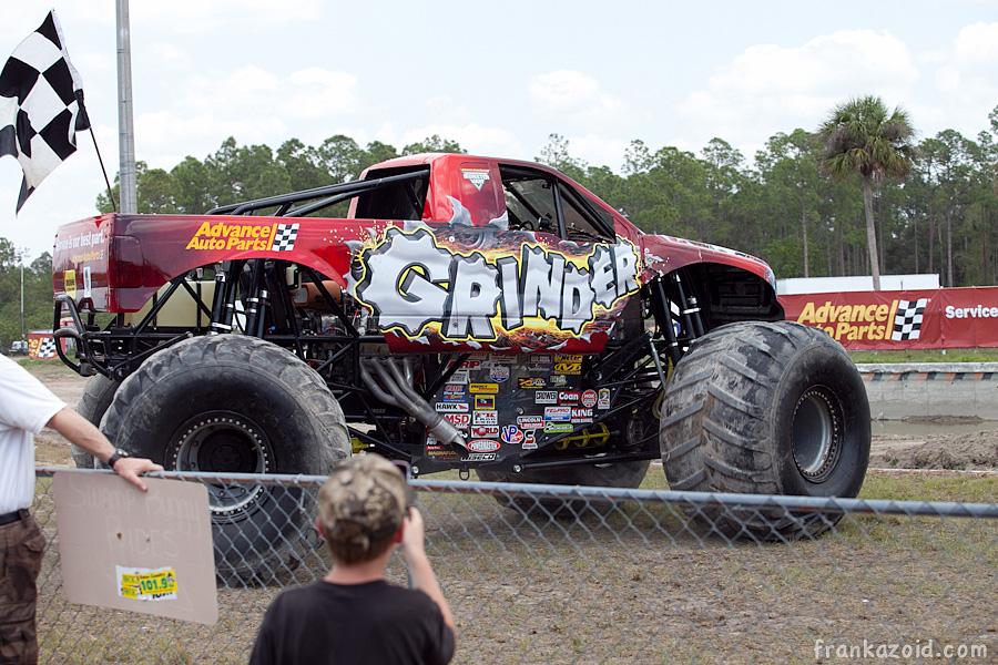 https://reports.frankazoid.com/201104_monsterjam/_MG_3243.jpg