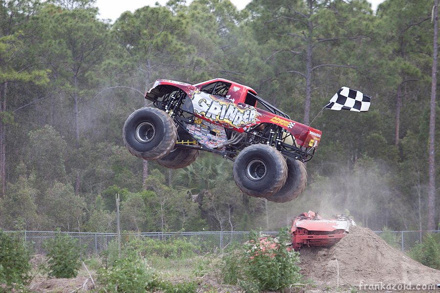 https://reports.frankazoid.com/201104_monsterjam/_MG_3261.jpg