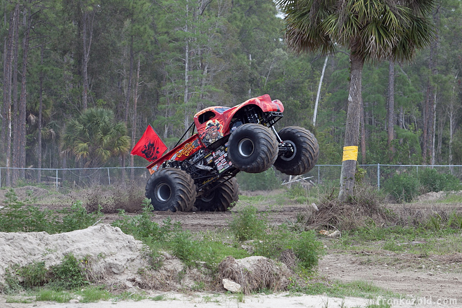 https://reports.frankazoid.com/201104_monsterjam/_MG_3264.jpg
