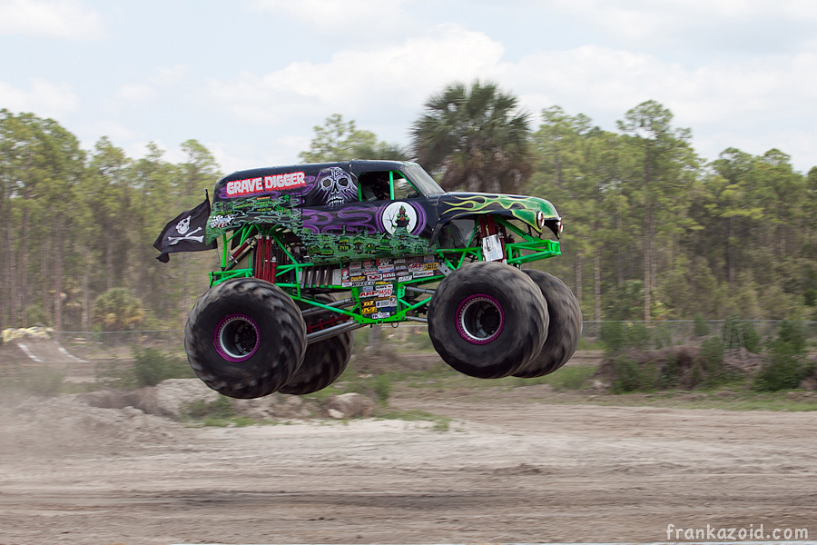 https://reports.frankazoid.com/201104_monsterjam/_MG_3292.jpg
