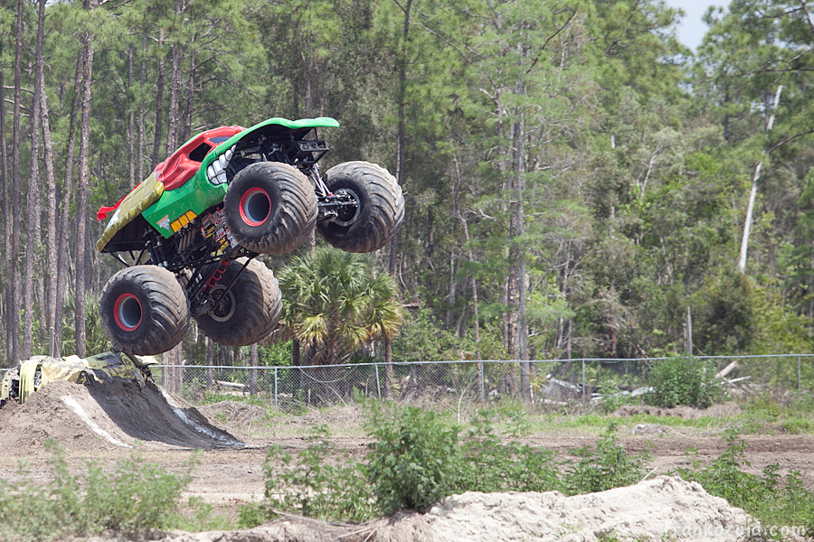 https://reports.frankazoid.com/201104_monsterjam/_MG_3332.jpg