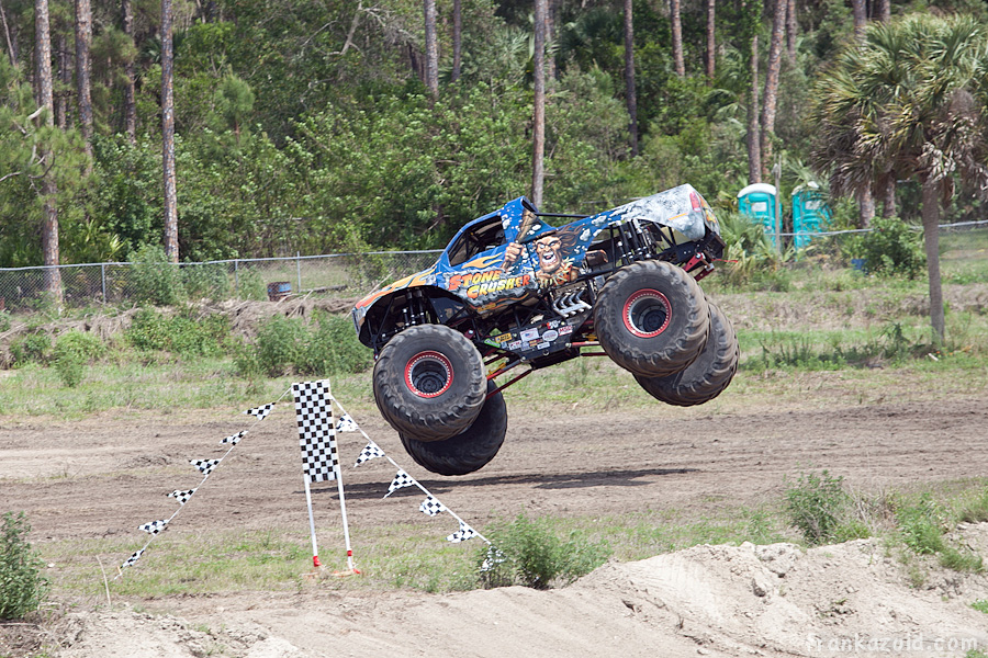 https://reports.frankazoid.com/201104_monsterjam/_MG_3528.jpg