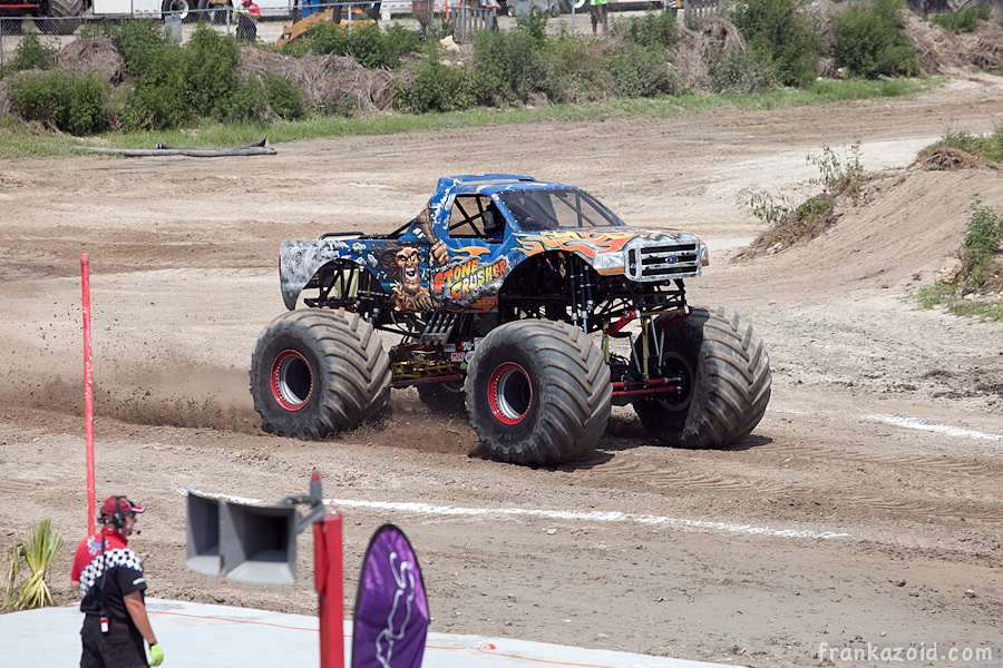 https://reports.frankazoid.com/201104_monsterjam/_MG_3555.jpg