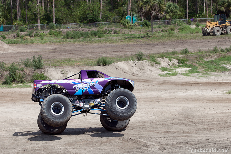 https://reports.frankazoid.com/201104_monsterjam/_MG_3746.jpg