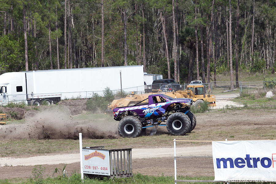https://reports.frankazoid.com/201104_monsterjam/_MG_3759.jpg