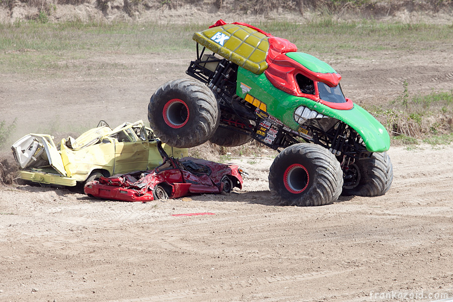 https://reports.frankazoid.com/201104_monsterjam/_MG_3819.jpg