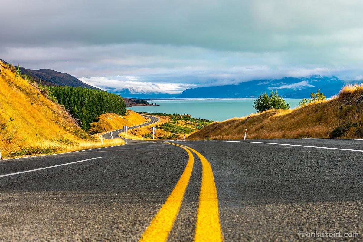 Живописная дорога вдоль озера Пукаки